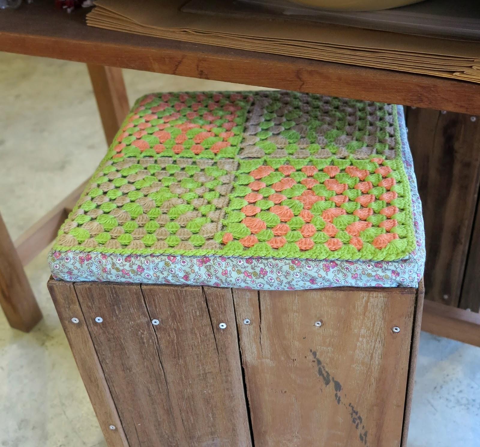 ByHaafner, crochet shop, Bantaktor, Chiang Mai, crochet stool, granny squares