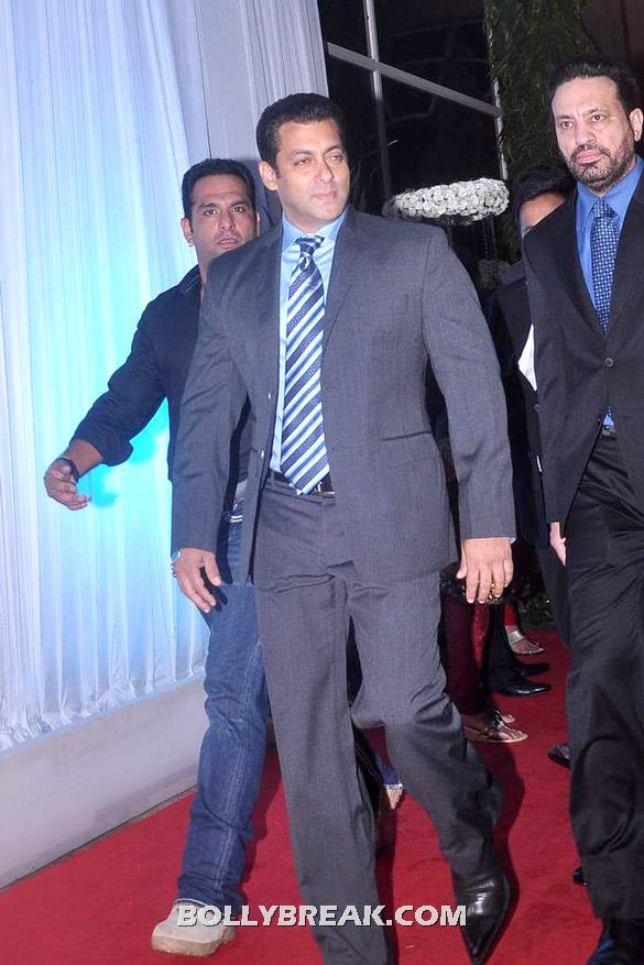 Salman Khan came dressed very nicely - Sushmita sen, shamita shetty, salman khan@ Esha Deols wedding reception