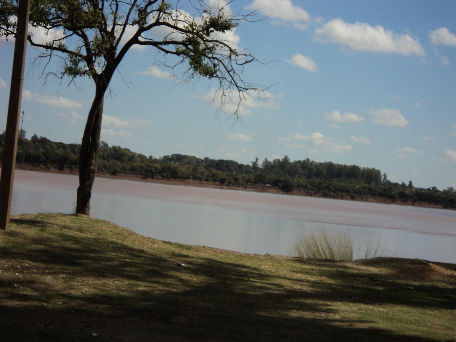 http://3.bp.blogspot.com/-pYjVv-NtF9w/TbTFwOn3yqI/AAAAAAAAAjw/16Guc99JUok/s1600/River+in+Salto2.JPG