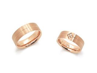 柔軟性のある銀座ジュエリーサロンのセミオーダーマリッジリング(結婚指輪)のオリジナル枠。