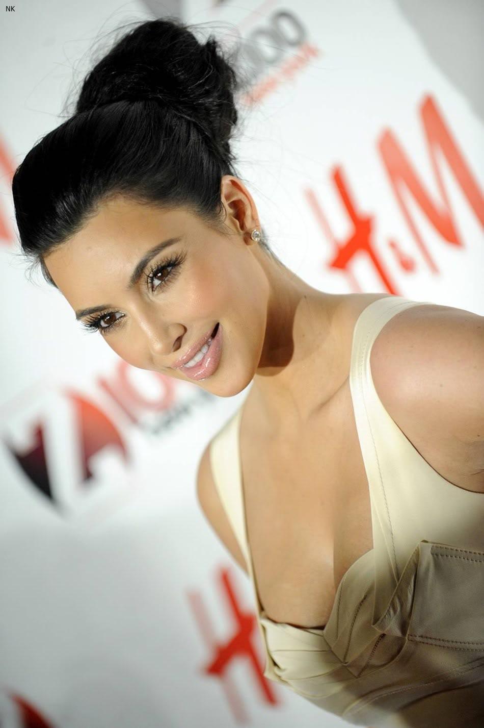 http://3.bp.blogspot.com/-pZElEyMHZV0/TbS5FTab4cI/AAAAAAAADwM/mX-Ei6zp1cg/s1600/kim_kardashian_dress%2B%25281%2529.jpg