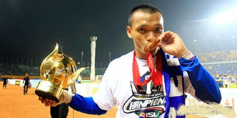Ferdinand Sinaga Meraih Penghargaan Pemain Terbaik ISL 2014 - Kali Ini Orang Batak Jadi Pemain Terbaik Liga Super Indonesia 2014