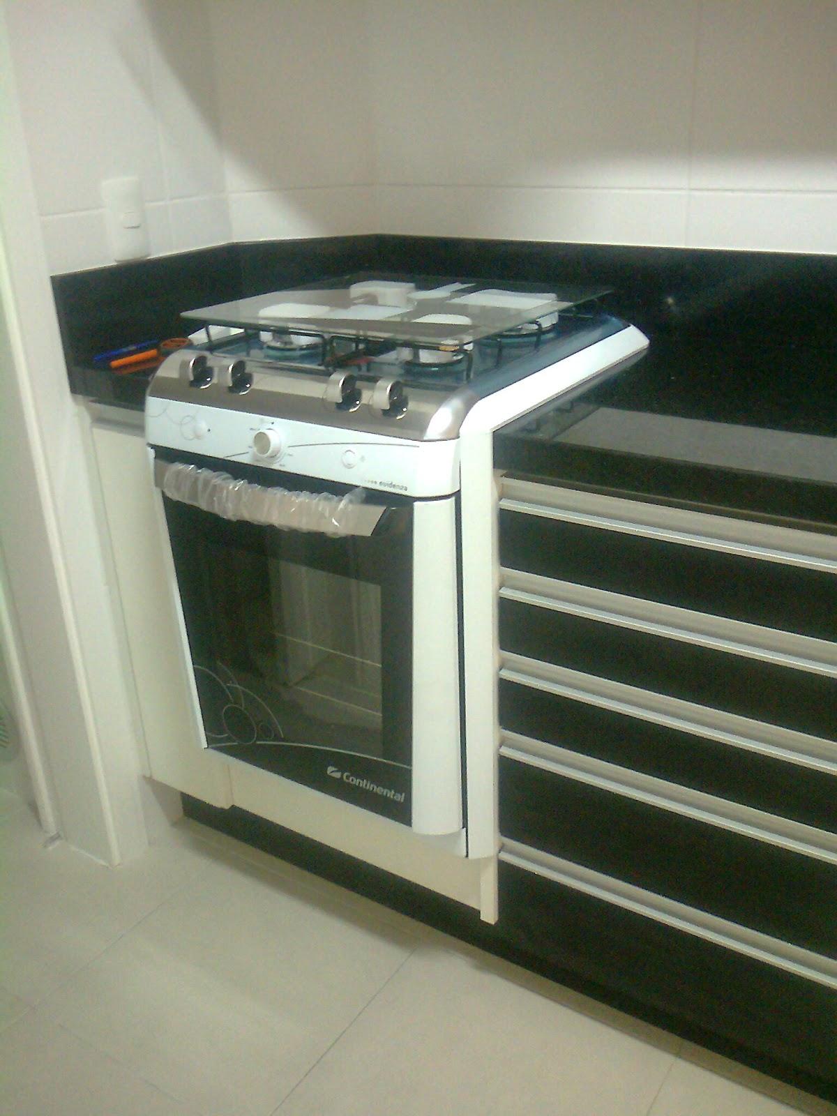 móveis sob medidas: Cozinha com fogão de embutir e passa prato #604B33 1200 1600