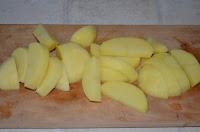 Борщ с ботвой: Картофель нарезать брусочками
