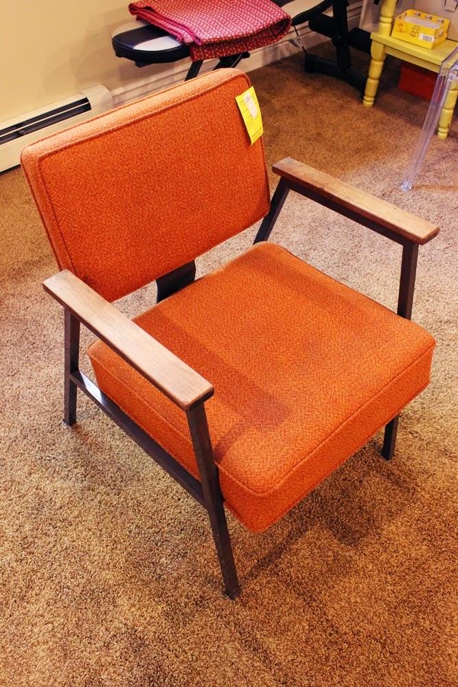 ma maison au naturel comment recouvrir un fauteuil. Black Bedroom Furniture Sets. Home Design Ideas