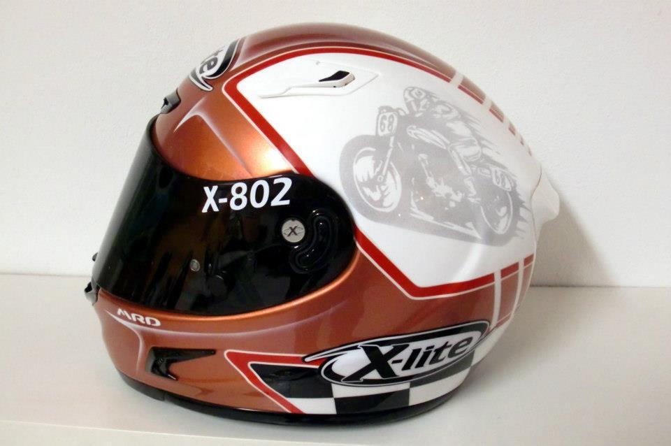 racing helmets garage x lite x 802 by mrd. Black Bedroom Furniture Sets. Home Design Ideas