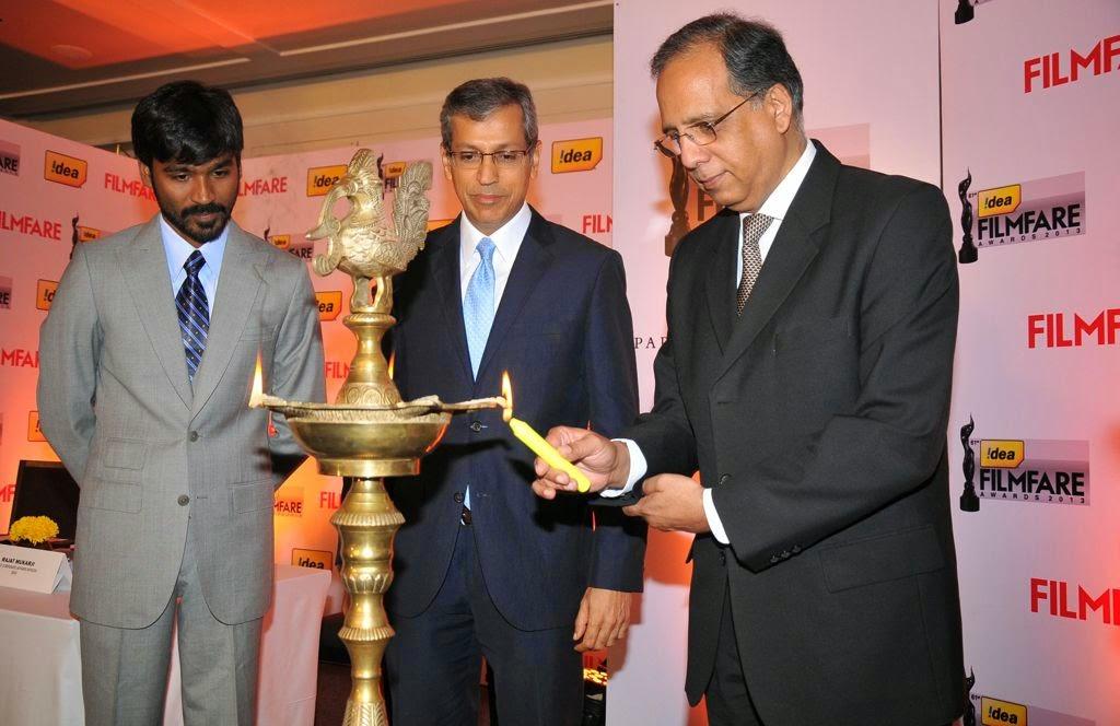 Dhanush at Idea film fare awards-HQ-Photo-16