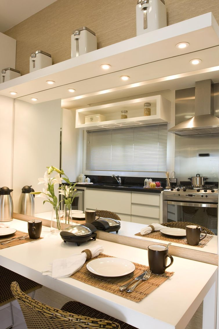 decoracao alternativa para cozinha:Cozinha planejada pequena, moderna e encantadora