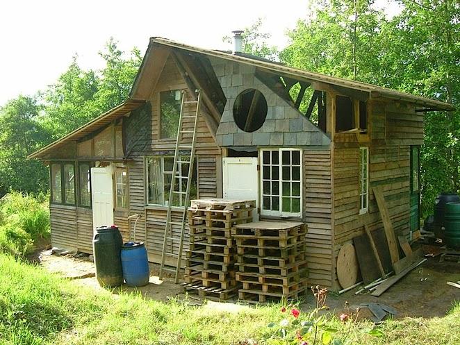 Silent haven una casa hecha con residuos - Permisos para construir una casa ...