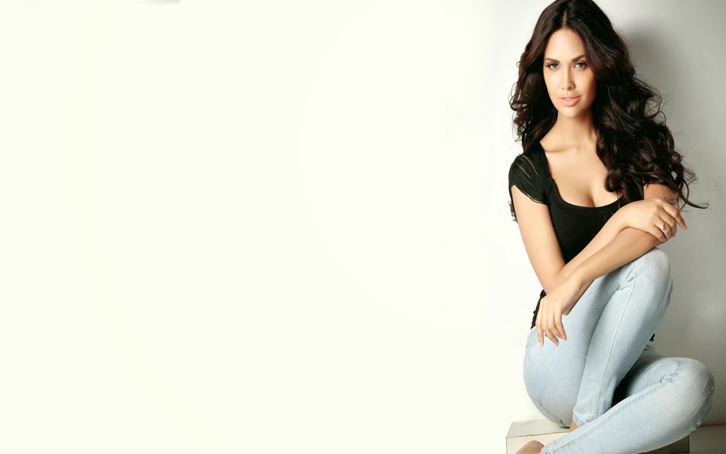 ESHA GUPTA_WALLSTOWN_IN_BOLLYWOOD ACTRESS