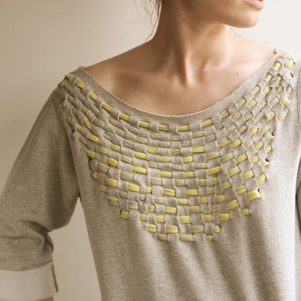 Как украсить старый свитер своими руками