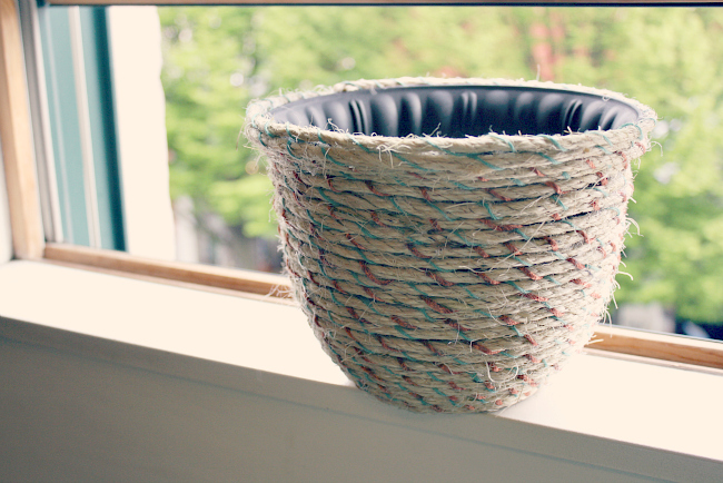DIY Rope Wrapped Plant Pots from @meetmakelaugh