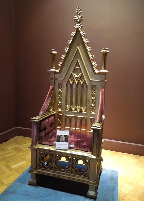 Elizabeth gold throne prop