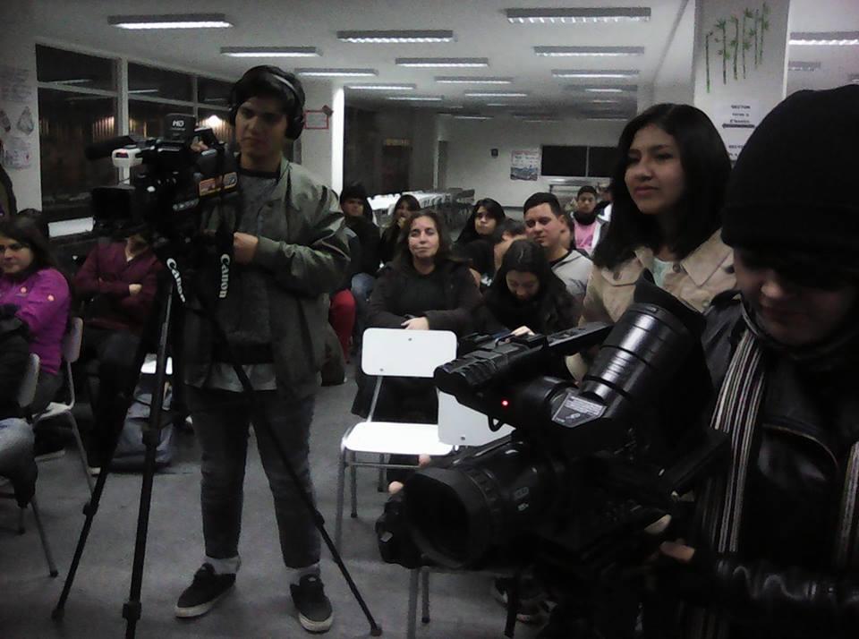 Quilicura TV junto a alumnos en Colegios de Quilicura.
