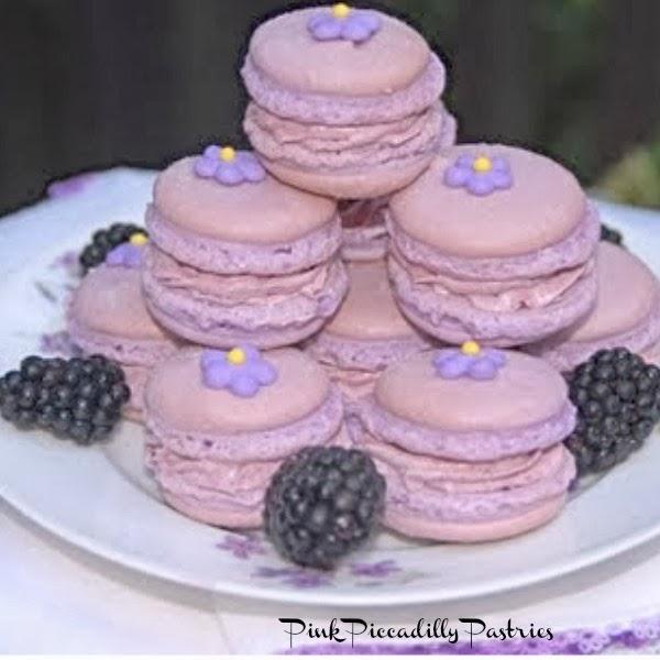 blackberry+macarons.jpg