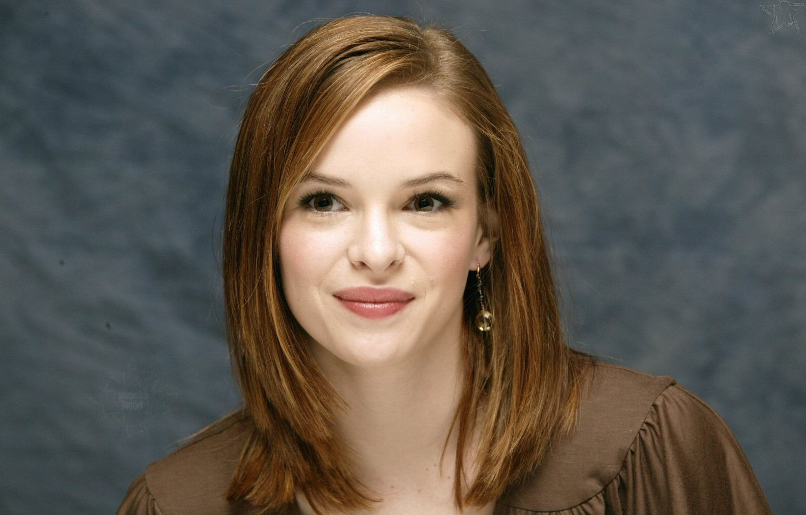 hollywood top actress and acters: danielle panabaker profile and new