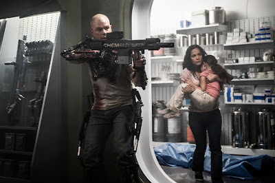 Matt Damon and Alice Braga in Elysium