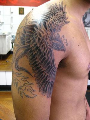 de Tatuagens Fenix Black no Ombro