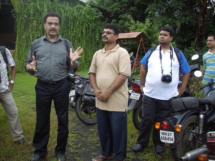"Explaining ""BUTTERFLIES"" at Ovalekar Wadi on Sunday(26-8-2012)."