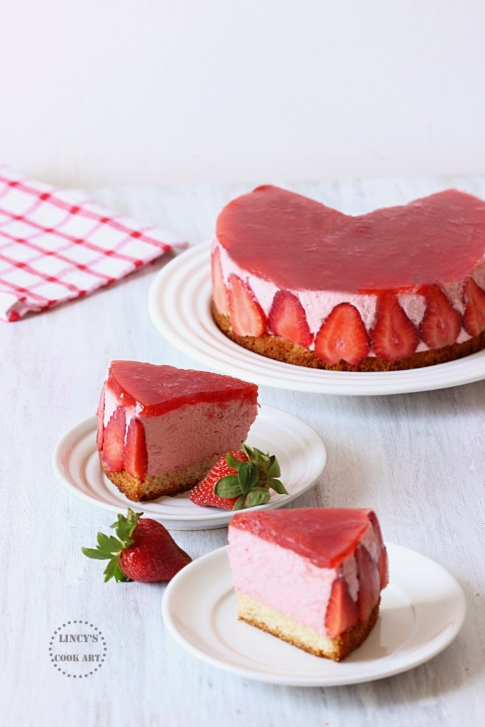 Mousse cake with strawberries