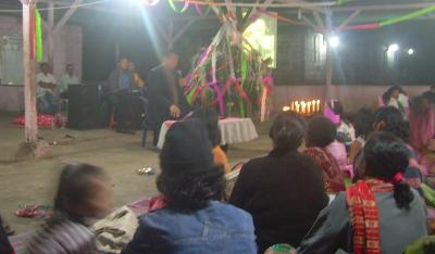 Pdt. Thomas Advent Bangun saat menyampaikan khotbahnya di KKR Natal Pos PI Gereja Injili Karo Indonesia (GIKI) - Kaban Tua.