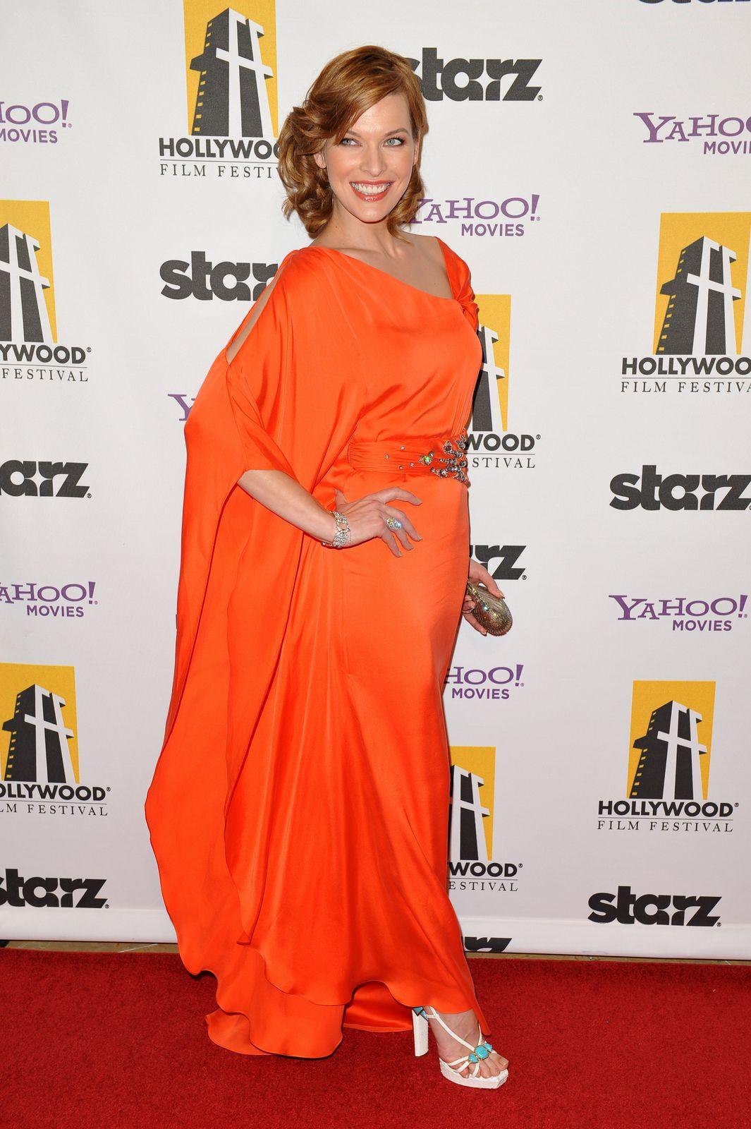 http://3.bp.blogspot.com/-pabgk9VvG20/ThXSEAD9RJI/AAAAAAAAEHc/XX1IJ0xQgeE/s1600/Milla-Jovovich_Bikini-HQ_%25289%2529.jpg