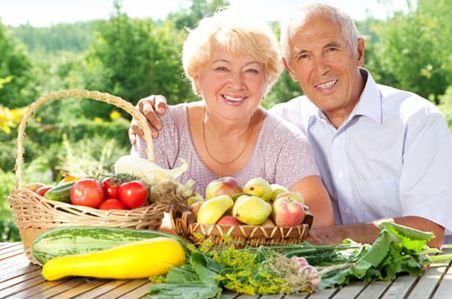 Cuidados com a alimentação dos idosos nas festas de final de ano