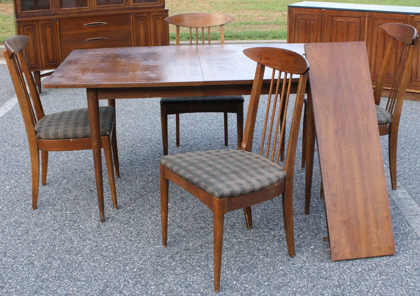 Eleanor Meriwether: Broyhill Sculptra Dining Suite