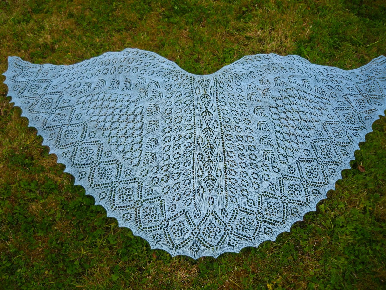 Knitted Flowers Free Patterns : Rubysasha: Shetland Garden Faroese Shawl