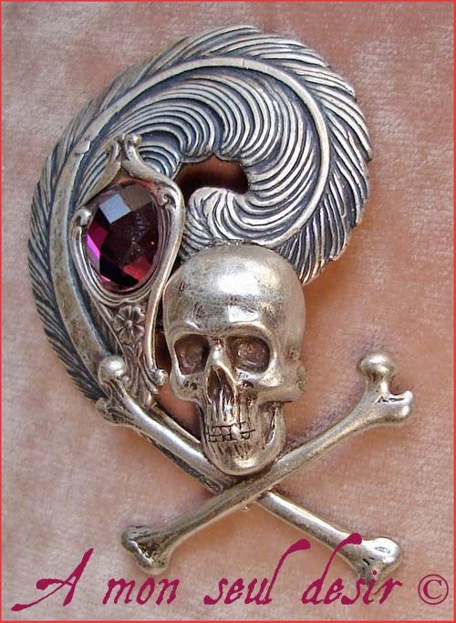 Broche Pirate Albator Crâne Plume Violet Améthyste Jack Sparrow skull feather brooch