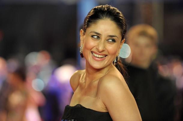 kareena kapoor in black gown at london ra. one premiere photo gallery
