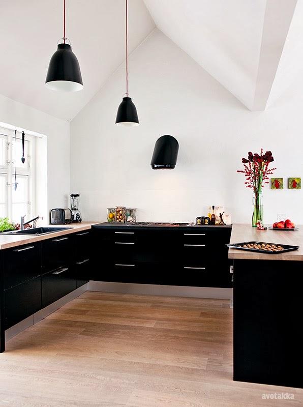 armários pretos paredes brancas ampliam ambientes