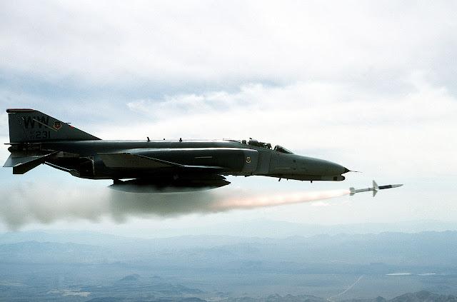 f4 phantom füze fırlatması