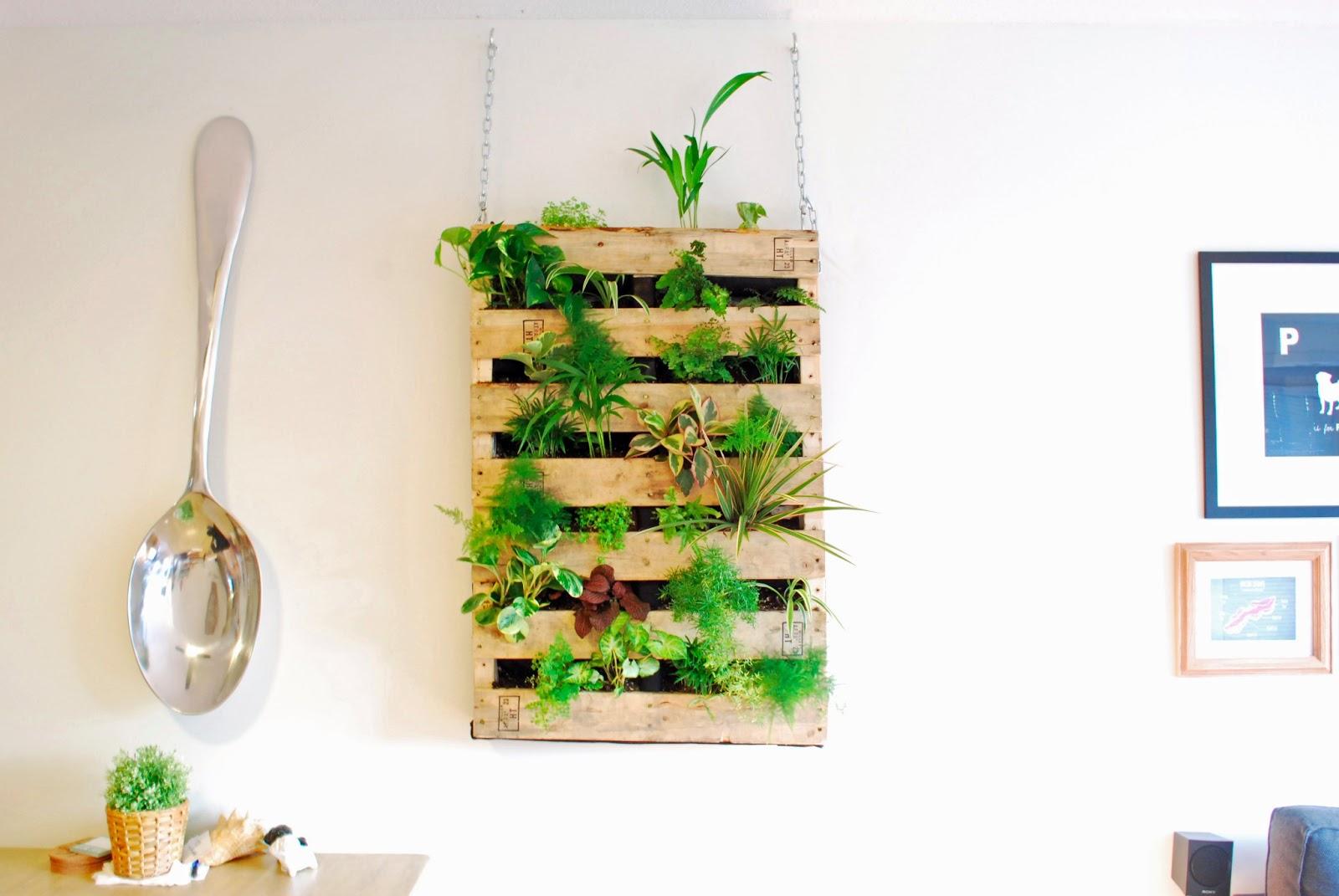 the brew diy pallet living wall. Black Bedroom Furniture Sets. Home Design Ideas