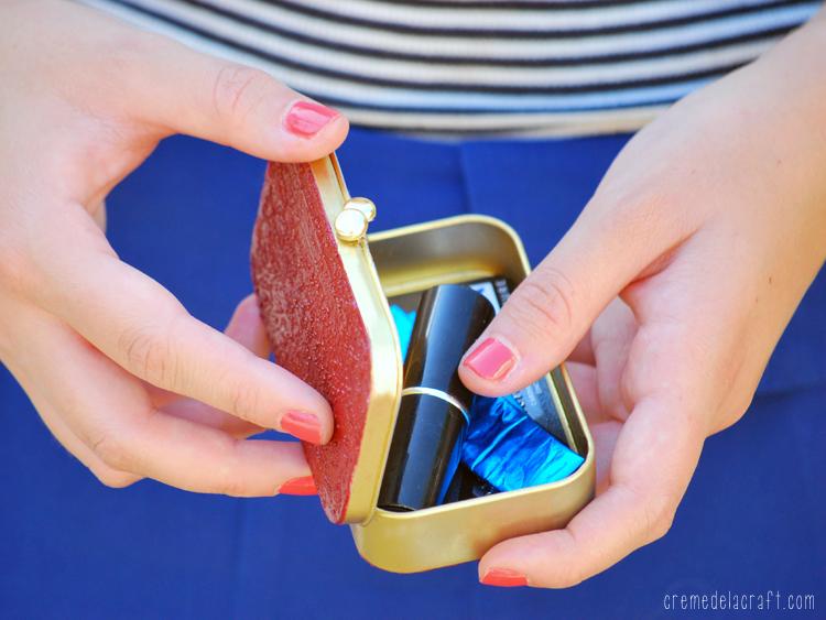 Diy all purpose card holder from an altoids tin reheart Choice Image
