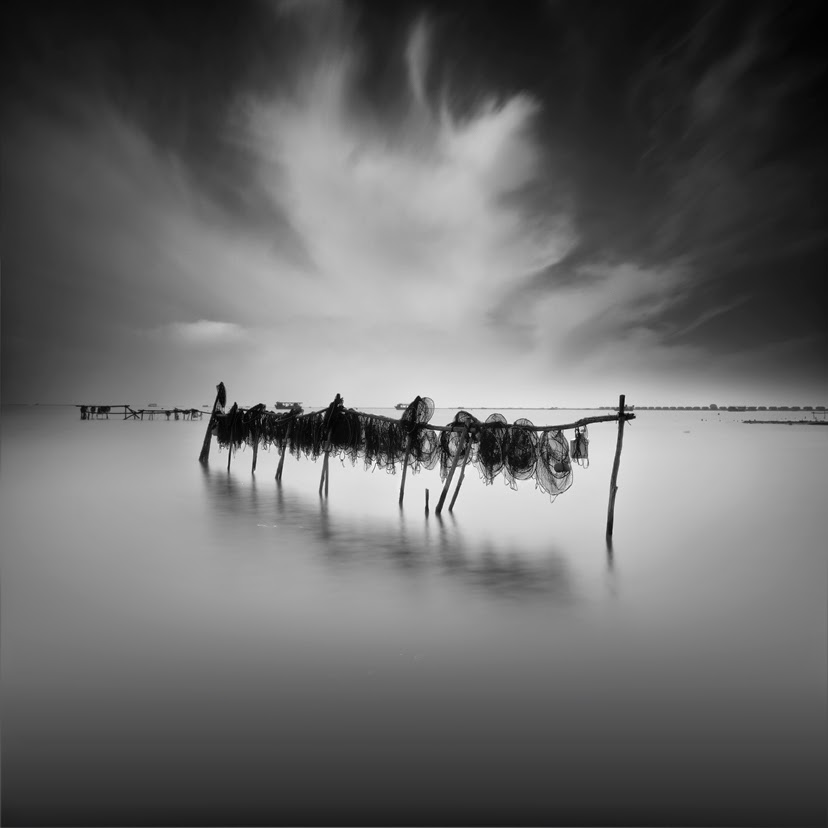 10-Vassilis-Tangoulis-The-Sound-of-Silence-in-Black-and-White-Photographs-www-designstack-co