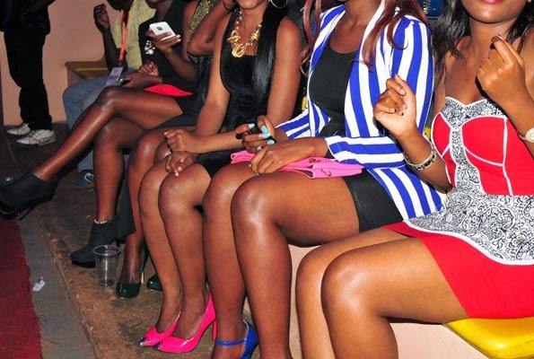 Ibimenyetso 7 bigaragaza ko umukobwa-umugore akabya kwambara impenure n'inama bagirwa