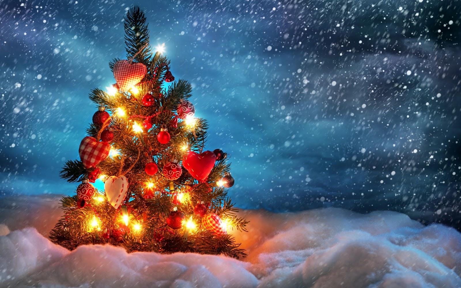 Widescreen Christmas Tree