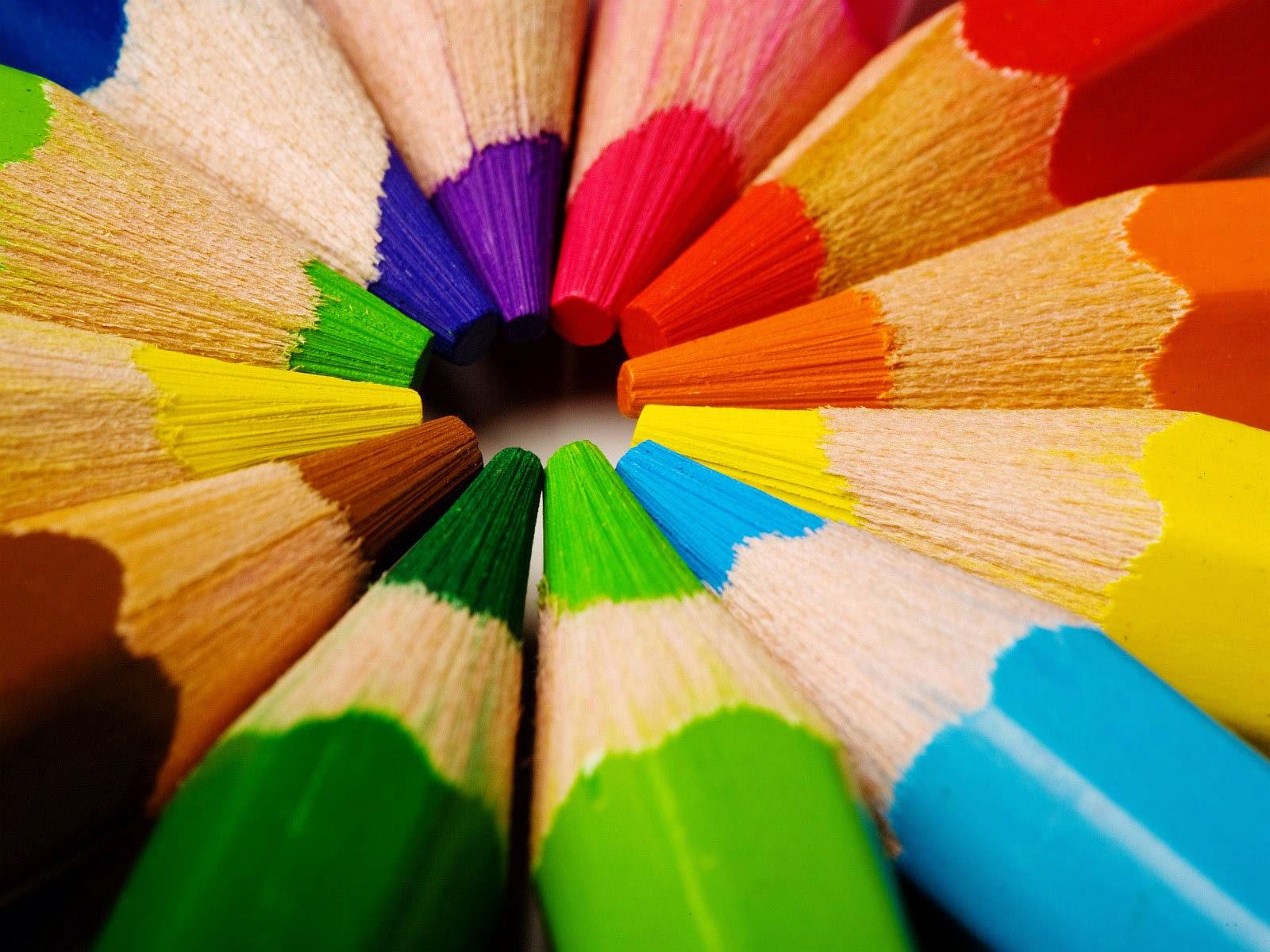 Menggambar tanpa warna itu rasanya kurang sempurna Jika kamu sudah biasa menggambar hitam putih di atas kertas dan kamu merasa puas dan sekarang coba dulu
