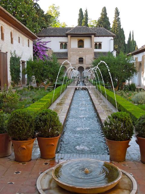 To europe with kids alhambra part 1 generalife gardens for Generalife gardens