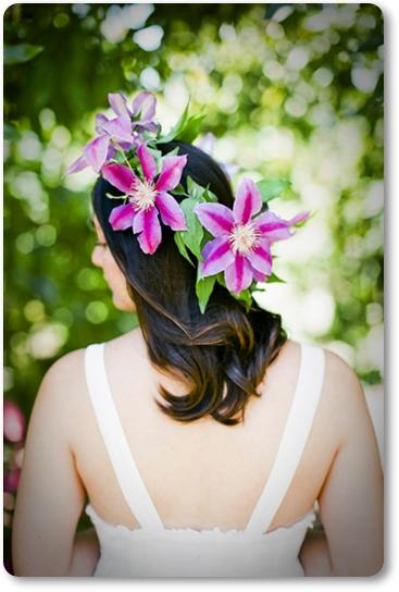 blommor i håret, hårkrans, klematis, klematis i håret