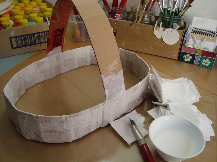 Eu amo artesanato cesta de papel o com flores de papel - Hacer cestas con papel de periodico ...