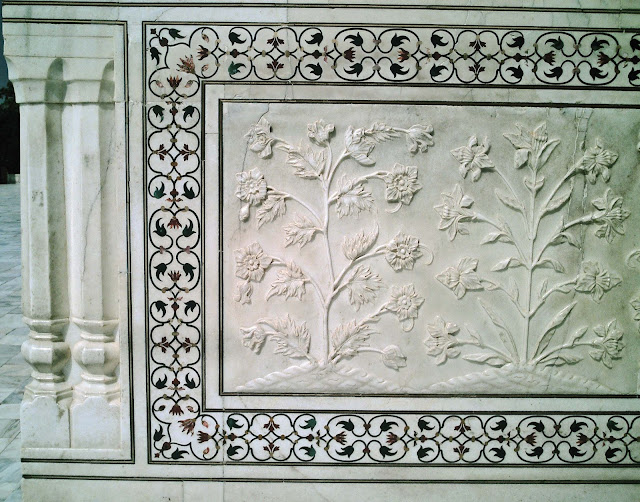 artistry on white marble at the Taj