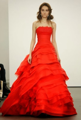 femme robe rouge sexy haute couture