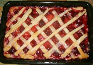 Пирог слоеный с клубникой замороженной рецепт