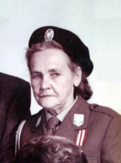 Anna Kubiak w umundurowaniu AK. Fotografia ze zbiorów rodzinnych Anny Kubiak - udostępnił Paweł Kubiak.