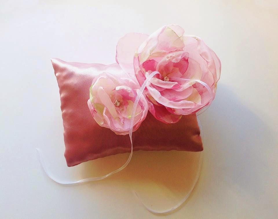 porta alianças rosa velho e flores organza