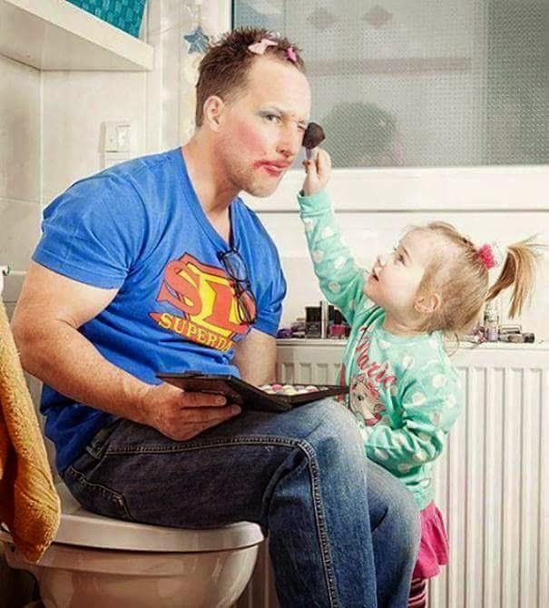 Demi anak, ayah sanggup buat apa sahaja