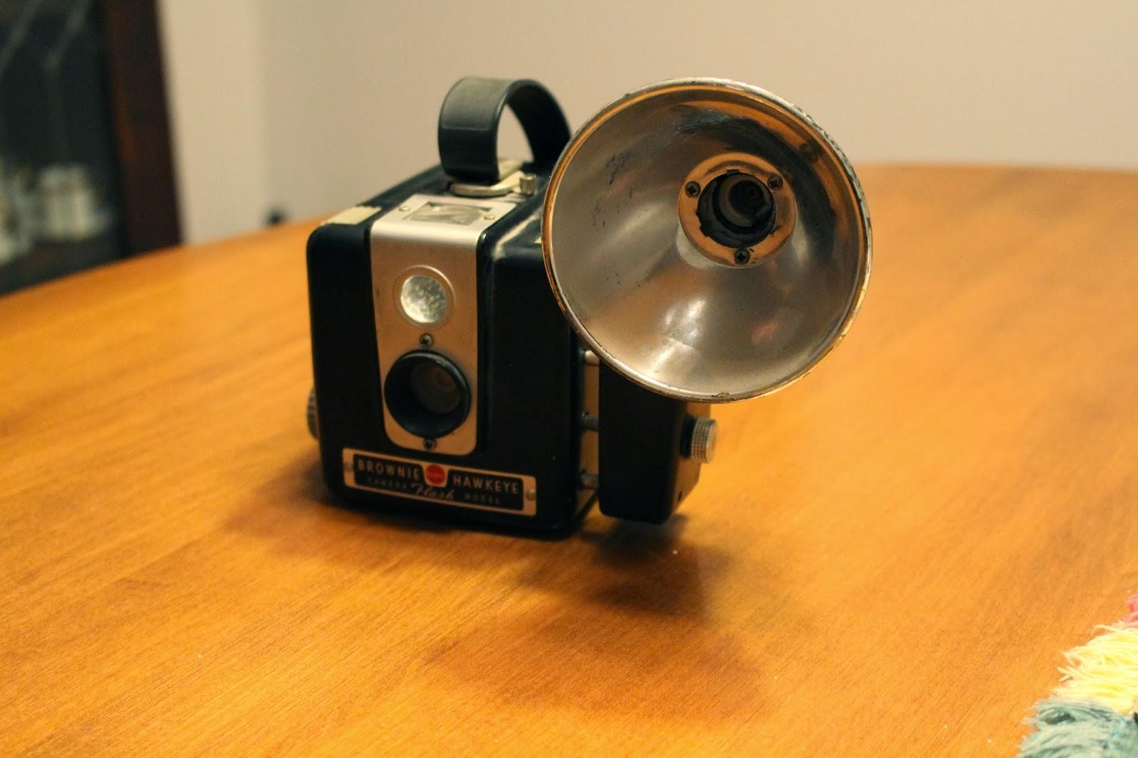 how to use a brownie hawkeye camera flash model