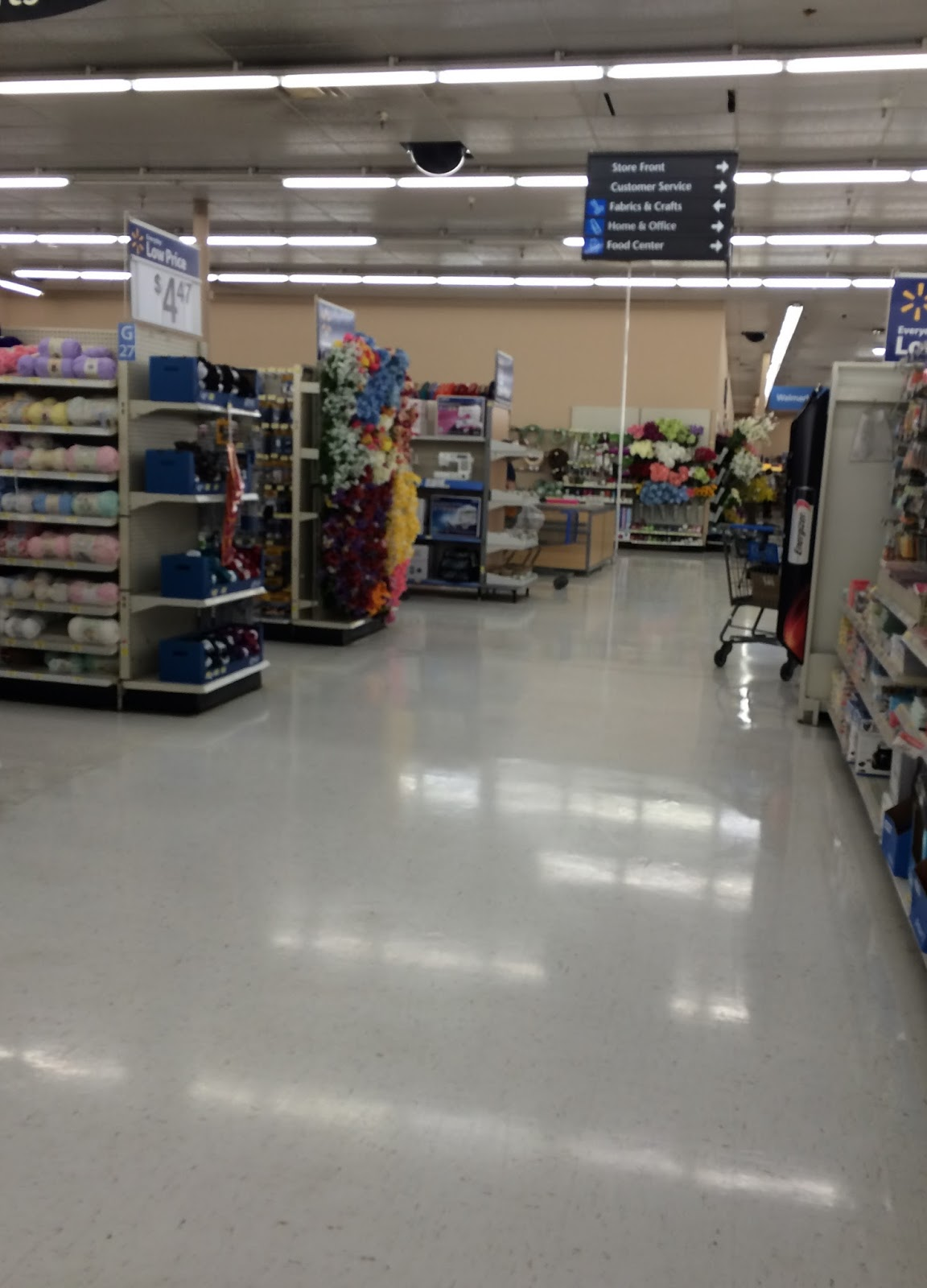 kmart vs wal mart What are the major reasons that wal-mart has been more successful than kmart.